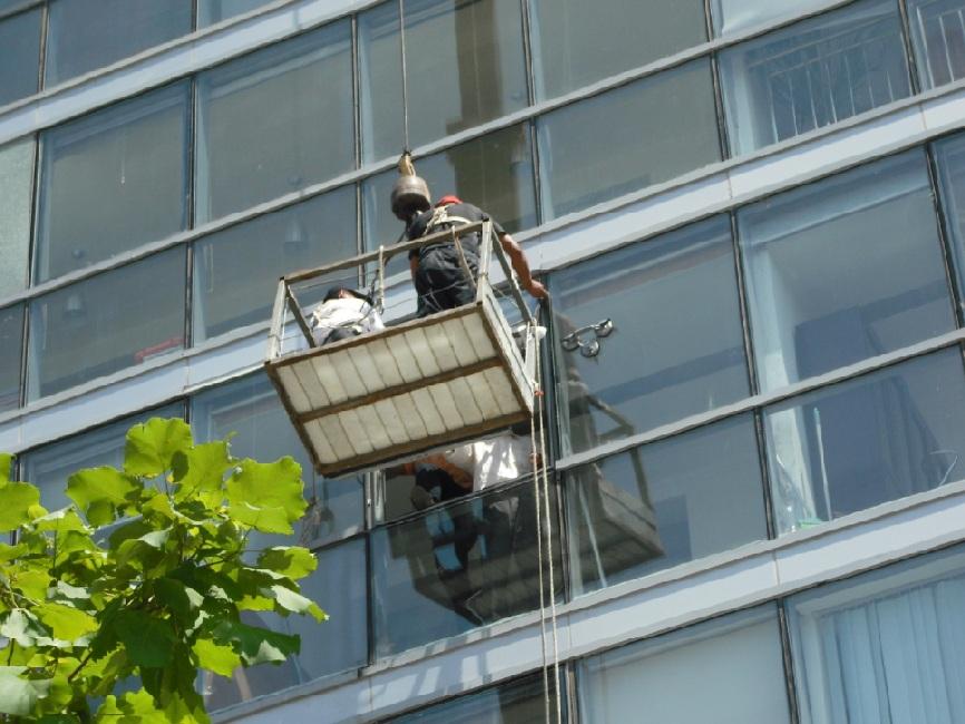 玻璃幕墙安装的安全措施