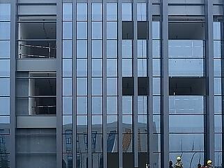 玻璃幕墙的主要构件及加工方法