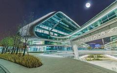 上海凌空SOHO异形玻璃幕墙设计案例