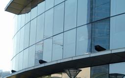 光污染与安全隐患是玻璃幕墙丞待解决的问题