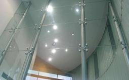 浅谈在实际应用中拉索式玻璃幕墙表现如何