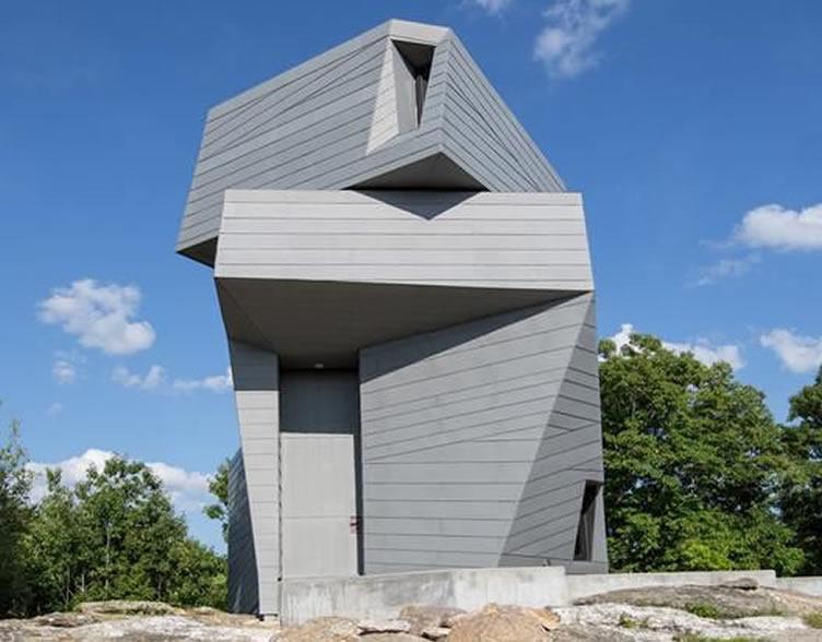 隐匿于山岩之中的异形建筑体 Gemma 观星台