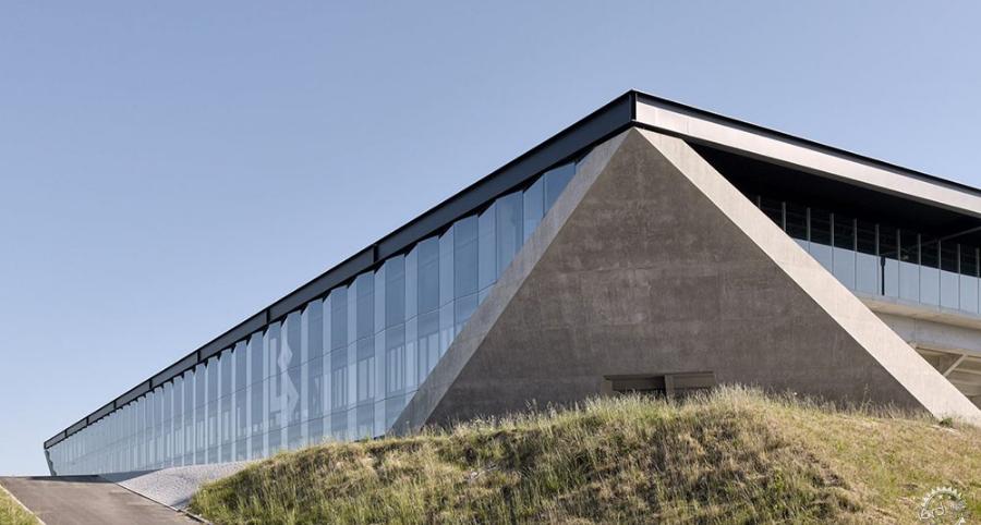 瑞士洛桑足球场:空间是情感的诚挚表达