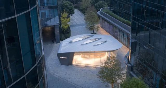"""上海虹桥首个当代艺术馆:一只""""机翼"""",跳脱于方盒子城市肌理"""