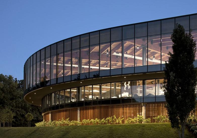 旧体育馆焕新颜:全景玻璃打造波特兰新地标