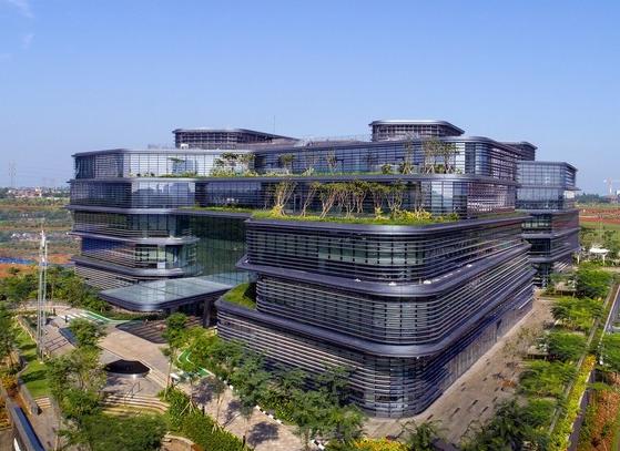 联合利华印度尼西亚总部,玻璃幕墙+铝片百叶展现世界500强风采