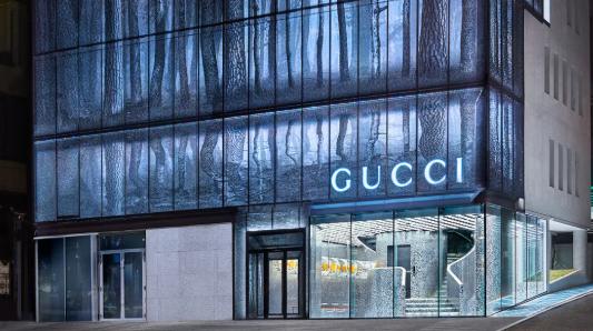 Gucci首尔旗舰店开幕,玻璃幕墙加「铁丝网」,简直太酷了