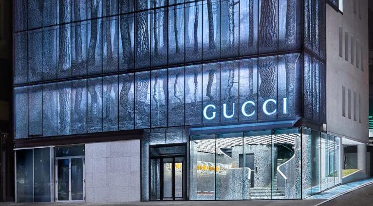 Gucci首尔旗舰店,玻璃幕墙加「铁丝网」,简直太酷了
